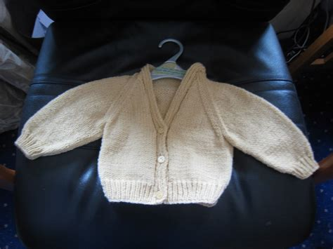 free pattern raglan cardigan makes bakes and yummy stuff free knitting pattern