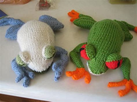 knitted frogs you to see eyed tree frog on craftsy looking