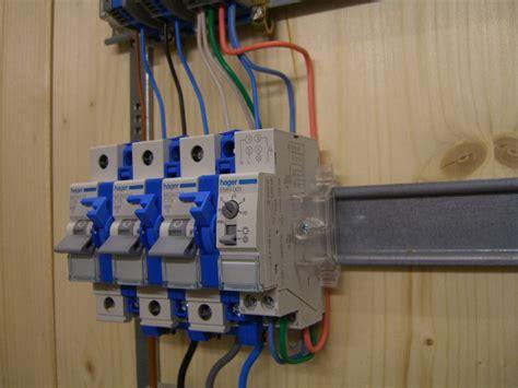 Elcb 16a Kabel treppenhausautomat anschliessen und verdrahten