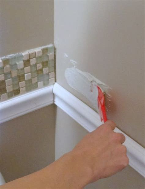 How To Install Bathroom Tile Backsplash by Best 20 Chair Railing Ideas On Two Tone Walls