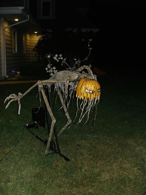25 freaky and creepy halloween yard decorations house