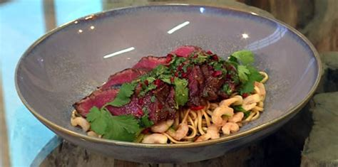 Berry Chicken Recipes Saturday Kitchen by Weeping Tiger Fillet Steak With Noodles And Shrimps