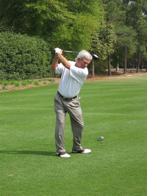 ben crenshaw swing pinehurst number two roars back into the world s best