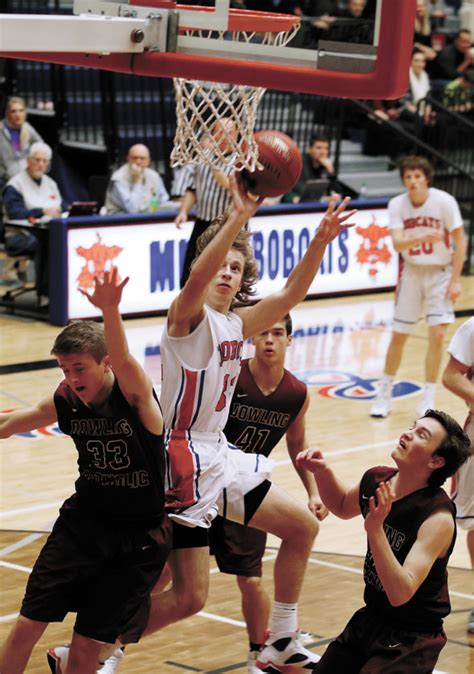 Dowling Catholic Mba Basketball by Bobcats Bottled Up By Dowling News Sports Times