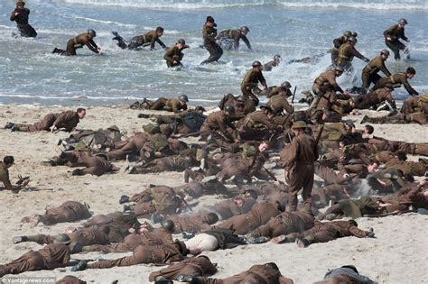 dunkirk in film christopher nolan marshals army of extras as he recreates