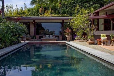 luxury mansions celebrity homes gwyneth paltrow chris gwyneth paltrows new home luxury topics luxury portal