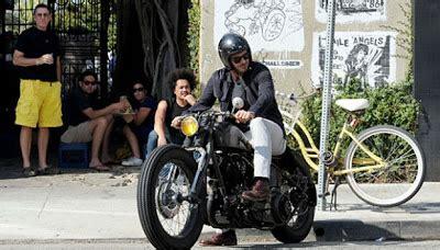 Helm Sepeda Pasifik gaya david beckham menunggangi motor chopper informasi populer dan unik 2012