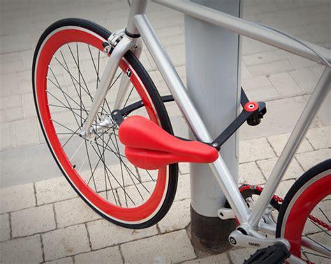 Joran Versus Techno Solid 24 Meter seatylock secures your bike by transforming its saddle