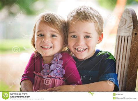 old gratis escuchar youngest girl to have twins 8 yrs old mp3 online fraternal twins stock photo image of blue twin