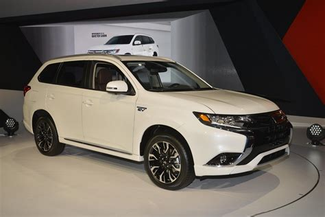 new mitsubishi evo 2017 2017 outlander phev makes us debut mitsubishi promises
