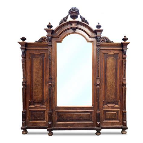 Antiker Garderobenschrank
