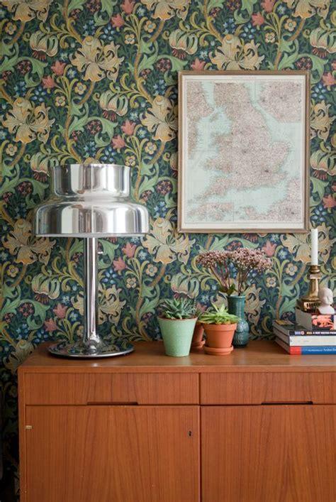 decorating  retro wallpaper  eye catchy ideas