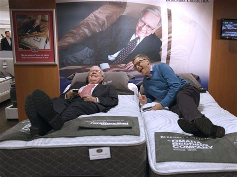 Bill Gates Cribs by Bill Gates And Warren Buffett Try Out Mattresses Together