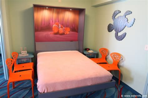 photo tour of a finding nemo family suite at disney s art finding nemo family suite 020 disney photo gallery