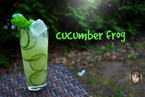 cucumber frog der gin cocktail mit wasabi paste und basilikum