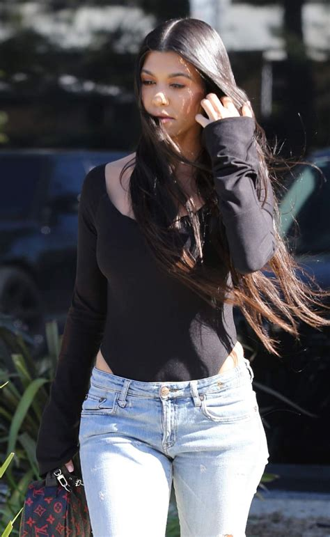 kourtney kardashian kourtney kardashian leaves a studio in los angeles 03 29