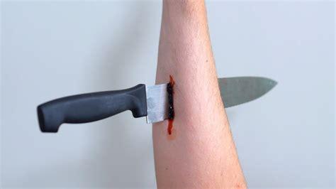 Bilder Arm by Knife In Arm