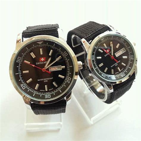 jam tangan pria dan wanita bahan kulit dan canvas banyak