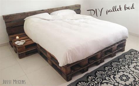 Pallet Meubels Zelf Maken by Diy Pallet Bed Diy Pallet Pallets Meubels Furniture Bed