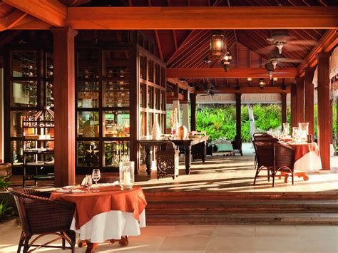 the living room restaurant hotel review naladhu south atoll maldives the luxury travel expert
