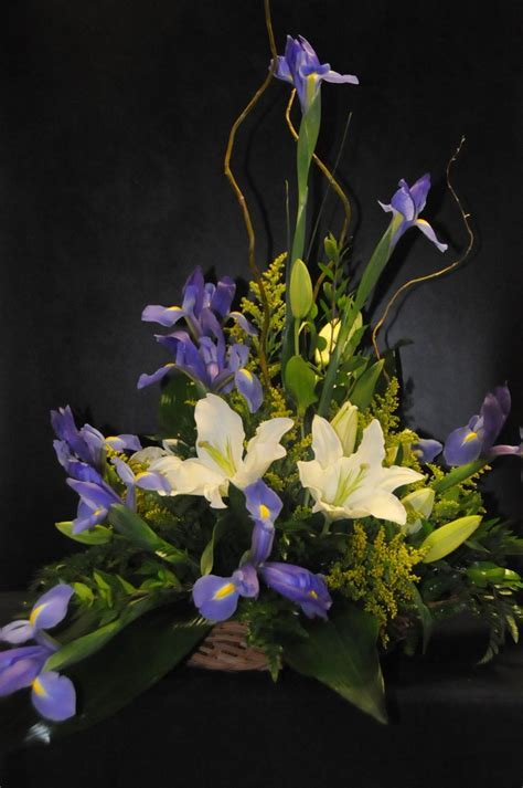 17 Best images about Iris Arrangement   Ramos con Iris on