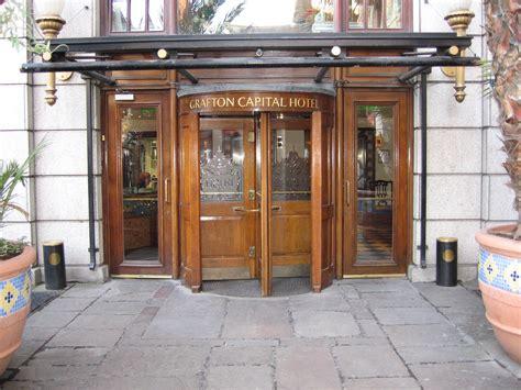 file revolving doors of grafton capital hotel jpg