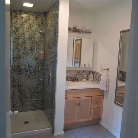 bathroom renovation ideas small space best 25 small tiled shower stall ideas on