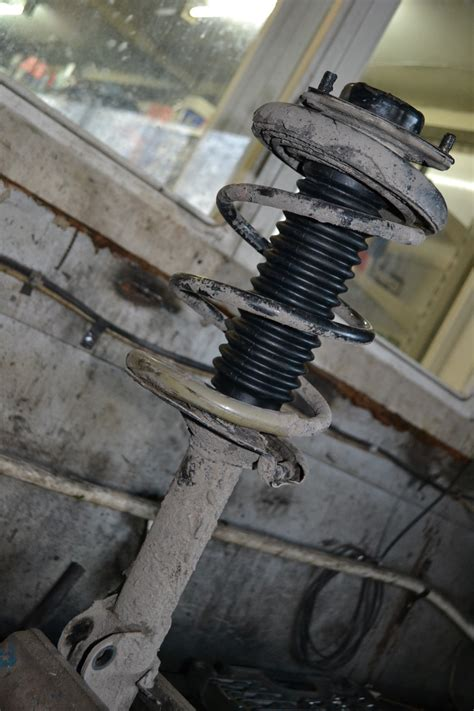 Shock Bagasi Xtrail T30 anthers front shock absorbers nissan x trail t30 logbook nissan x trail однако шустрый 2004