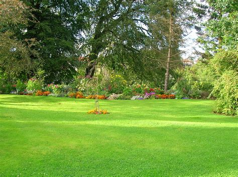 filekilmaurs place lawn  flower bedsjpg wikimedia