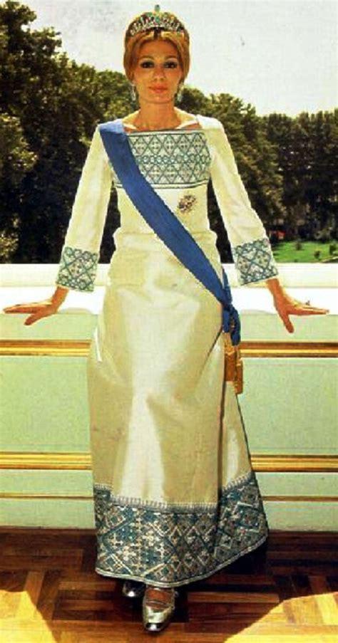 queen farah pahlavi iran beauty will save beautiful empress farah pahlavi beauty