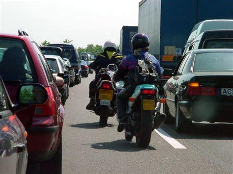 Motorrad Durch Stau Fahren motorrad im stau 220 berholen 166 fahrtipps de