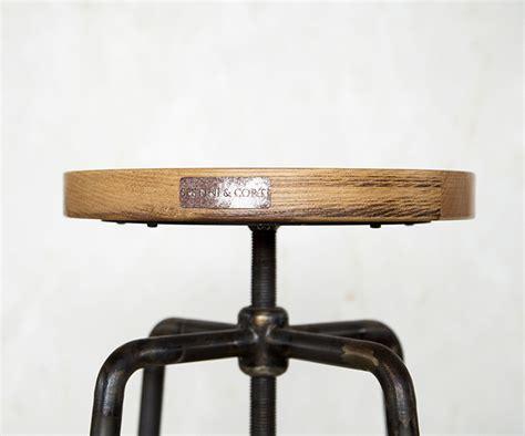 sgabello a vite sgabello a vite legno prodotti sgabelli bar ristoranti