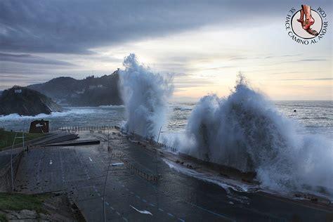 imagenes de olas impresionantes olas gigantes en san sebasti 225 n 183 sehacecaminoalandarcom