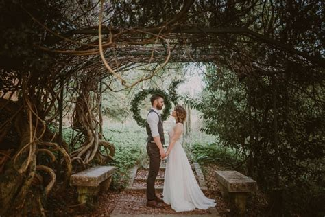 natural boho wedding inspiration with geometric and gold