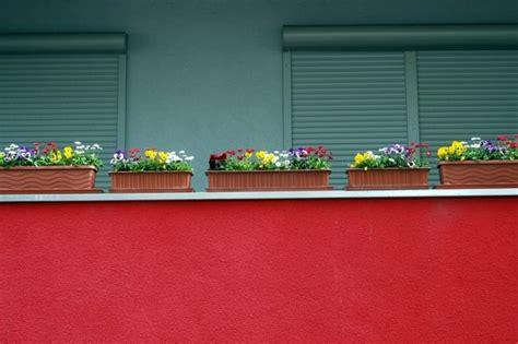 fioriere per davanzali come scegliere vasi e contenitori per terrazzi e balconi