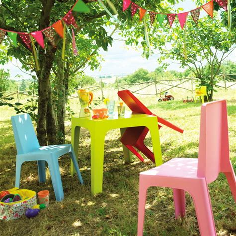 backyard accents bright accents for the garden and backyard 11 methods