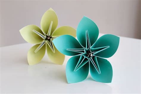 make a bouquet of beautiful paper flowers for s day