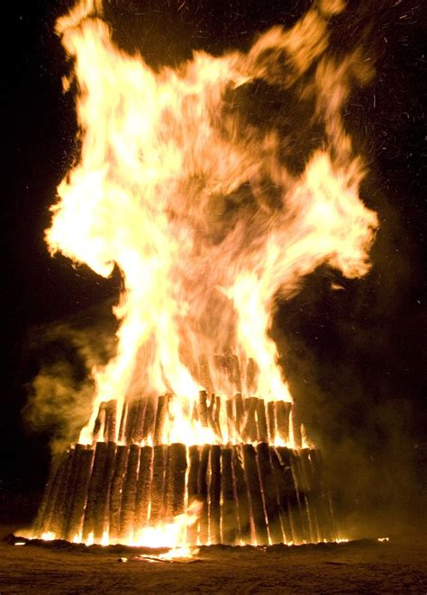 a and m traditions deck the s aggie bonfire