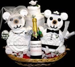 wedding gift baskets ideas cake wedding personalized
