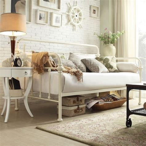 Daybed Bedding Ideas 25 Best Ideas About Size Daybed On Pinterest Daybed Size Daybed Frame And