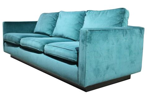 emerald green velvet 1970s plinth base sofa at 1stdibs