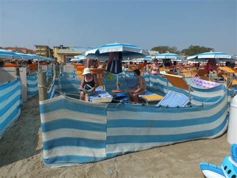 il recinto 53 in riva al mare foto di bagno corallo