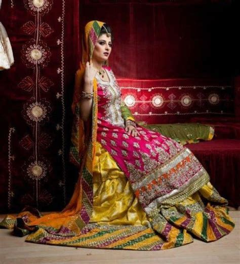 Latest Bridal Mehndi Dresses 2016 2017 (3)   Girls92