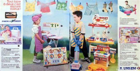 des gar輟ns dans la cuisine jouets gar 231 ons filles comment en est on arriv 233 224 ces