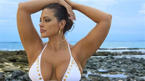 Inside Edition sexy ladies of the 2017 sports illustrated swimsuit