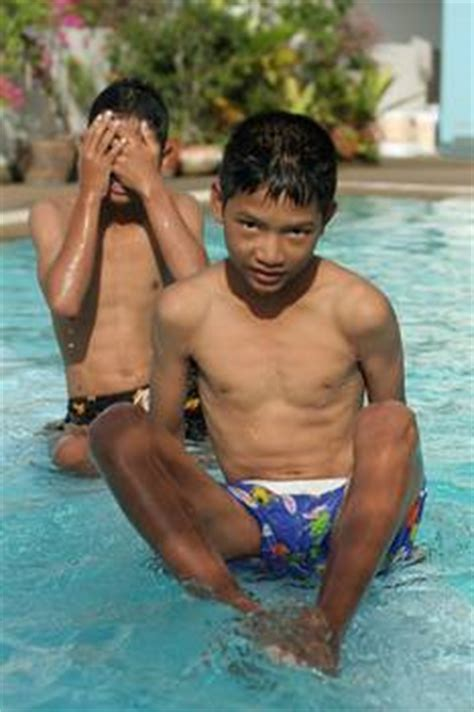 thai boys swimming by mindtrain