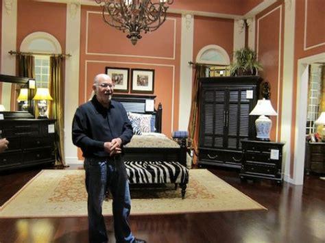 quot warren buffett owns a 250 000 square foot furniture store