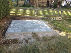 garten platten fundament f 252 r gartenhaus aus gehwegplatten hausgarten net