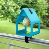 vogelhaus fensterbrett universalhalterung vogelhaus fensterb 228 nke und balkon