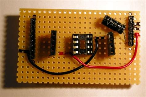 capacitor between reset and ground stripboard arduino shield for programming attiny45 and attiny85 5